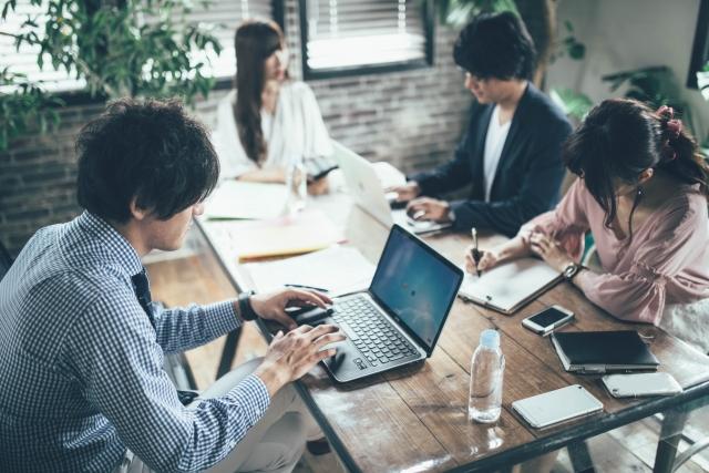 会議や打ち合わせをするため商用ビザで外国人を日本へ招へいする方法